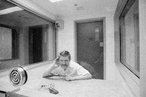 Theodore Kaczynski, el autor, quien se encuentra en prisión tras luego de una larga investigación de 18 años que culmina en 1996.